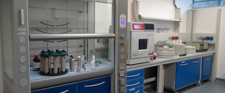 h16 {color:#FFFFFF;} Laboratori Attrezzati per Chimica Calda e Fredda